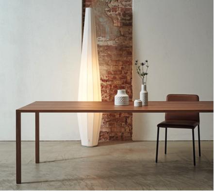 Slic Tisch, Nussbaum massiv