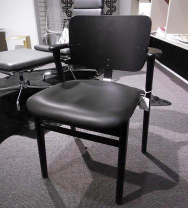 Vitra/Artek Domus-Stuhl mit Sitzpolster