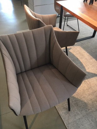 Armlehnstuhl in Leder und Stoff