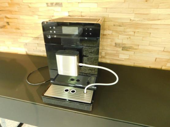 Miele Stand - Kaffeevollautomat CM 5300 Obsidianschwarz