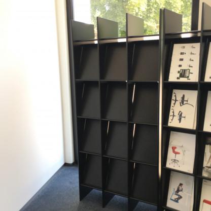 Hersteller: Wogg; Regalsystem  Wogg 22( Zeitschriftenregal ); Farbe : schwarz