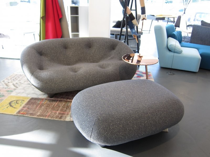Sofa Ploum 2 Sitzig Niedrig Stoff Grau Beige Von Ligne