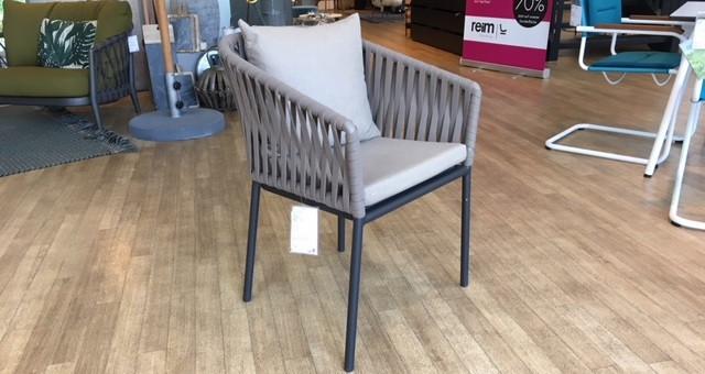 Armlehn-Stuhl von Kettal | Designermöbel Nürnberg