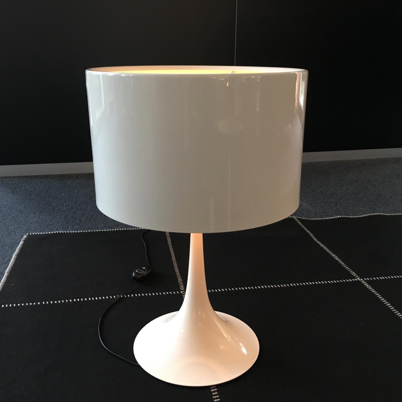 Hersteller: Flos; Modell Spun Light T 1; Farbe: weiß   Designermöbel Münster
