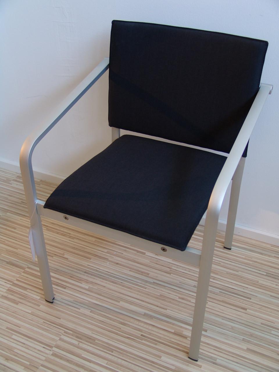 Thonet Angebote Bei Used Design   Carbonfaser Armlehnstuhl Design Luno
