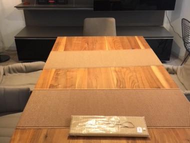 Massiver Holztisch In.