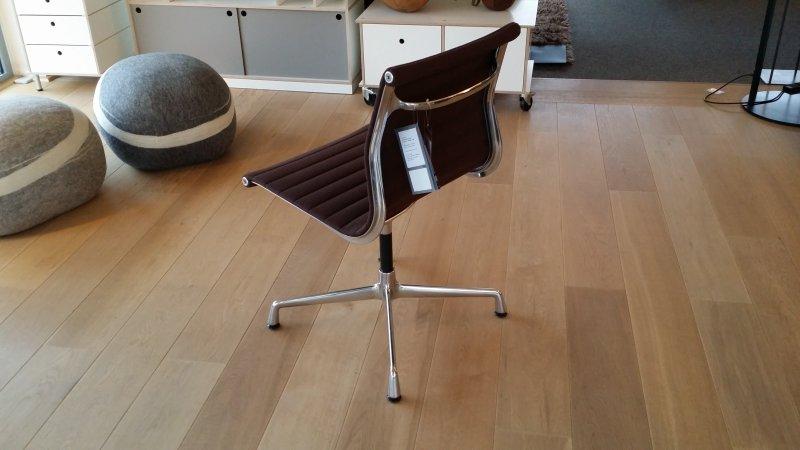 Vitra aluchair esszimmerstuhl von eames ea 101 ohne for Eames chair kopie