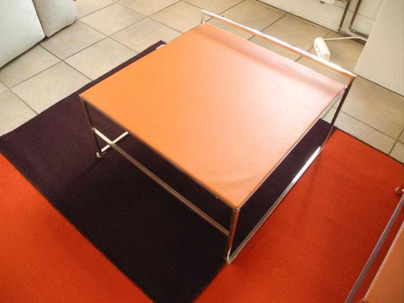 niedriger couchtisch von poltrona frau designerm bel bad kreuznach. Black Bedroom Furniture Sets. Home Design Ideas