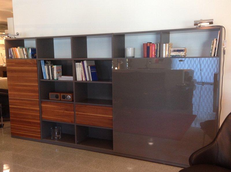 regalwand amineo mit massivholz fronten von gruber schlager designerm bel g ttingen. Black Bedroom Furniture Sets. Home Design Ideas