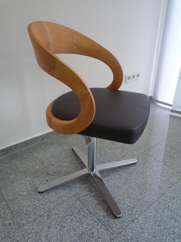 team 7 stuhl girado mit holzlehne von team 7. Black Bedroom Furniture Sets. Home Design Ideas